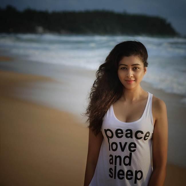 38+ Glamorous Photos of Sapna Vyas Patel 116