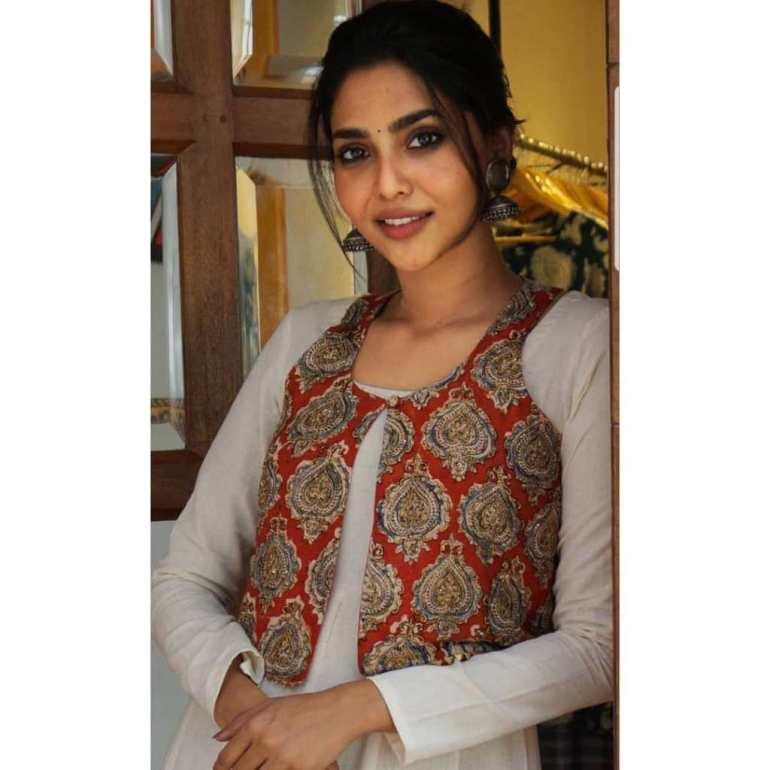 60+ glamorous Photos of Aishwarya Lekshmi 105