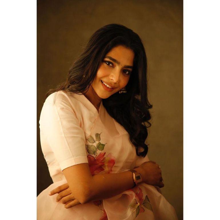60+ glamorous Photos of Aishwarya Lekshmi 142