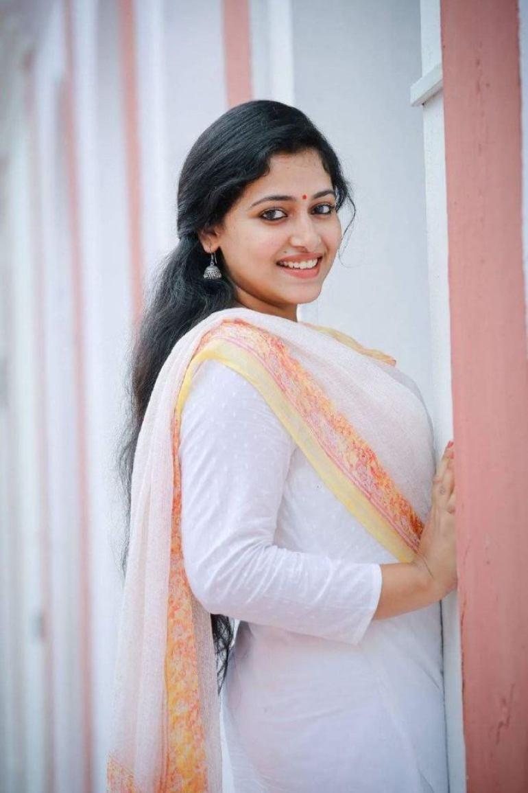 49+ Lovely Photos of Anu Sithara 27