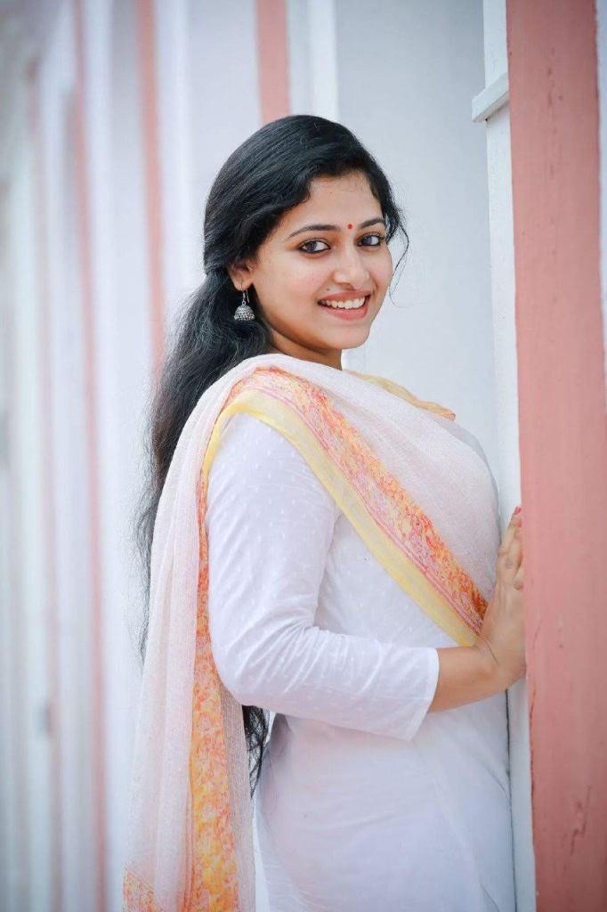 49+ Lovely Photos of Anu Sithara 111