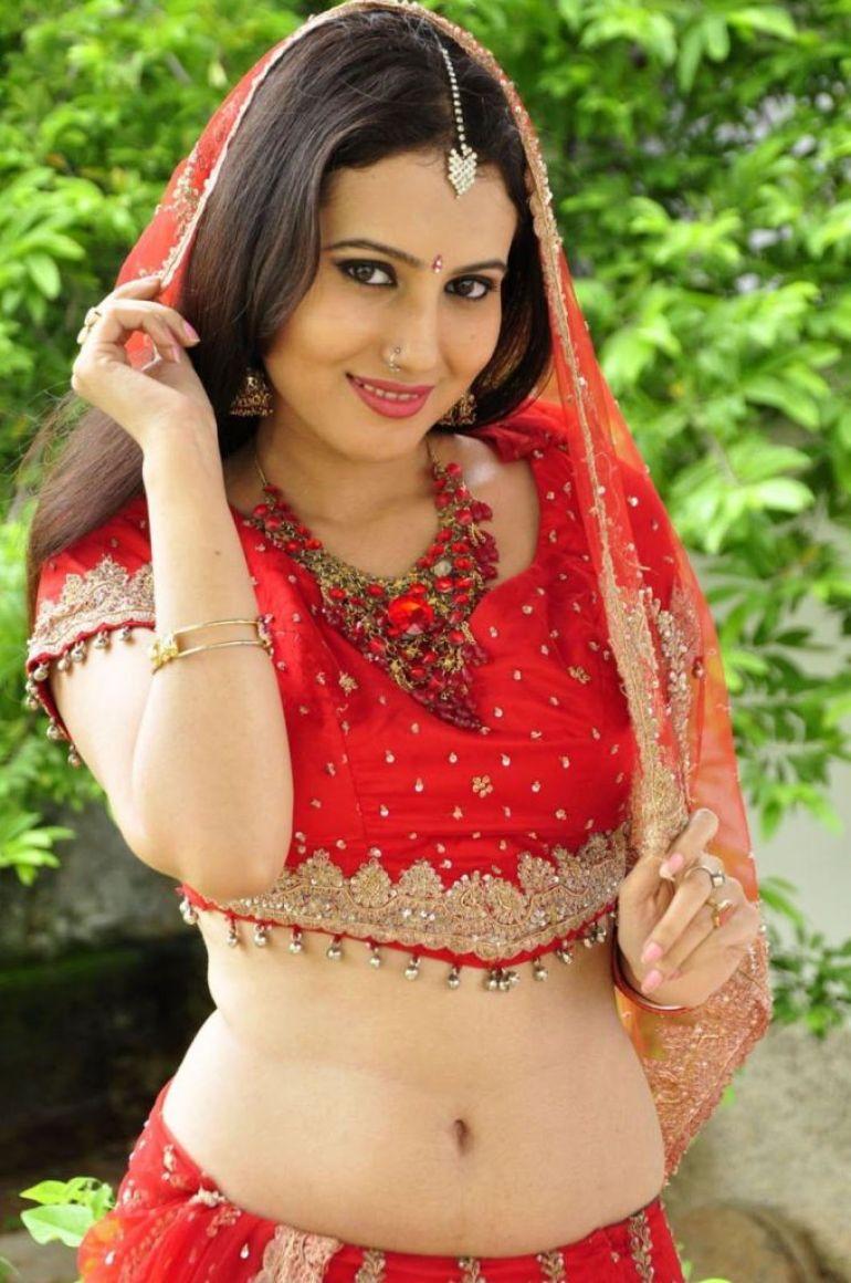 26+ Beautiful photos of Anusmriti Sarkar 10