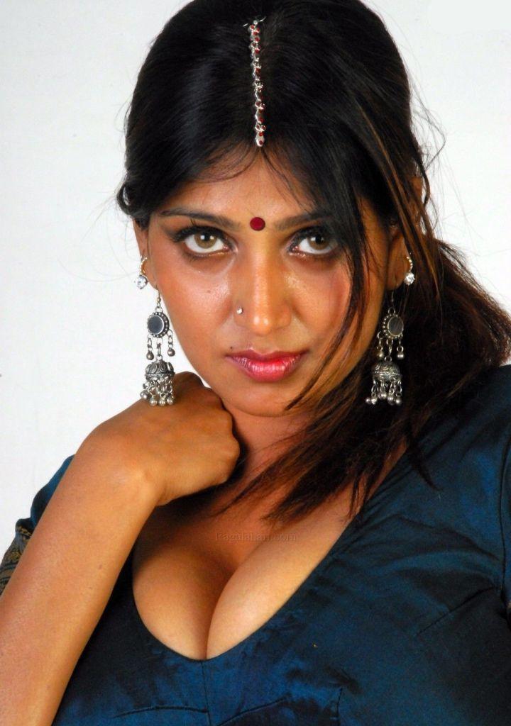 39+ Glamorous Photos of Bhuvaneshwari 86
