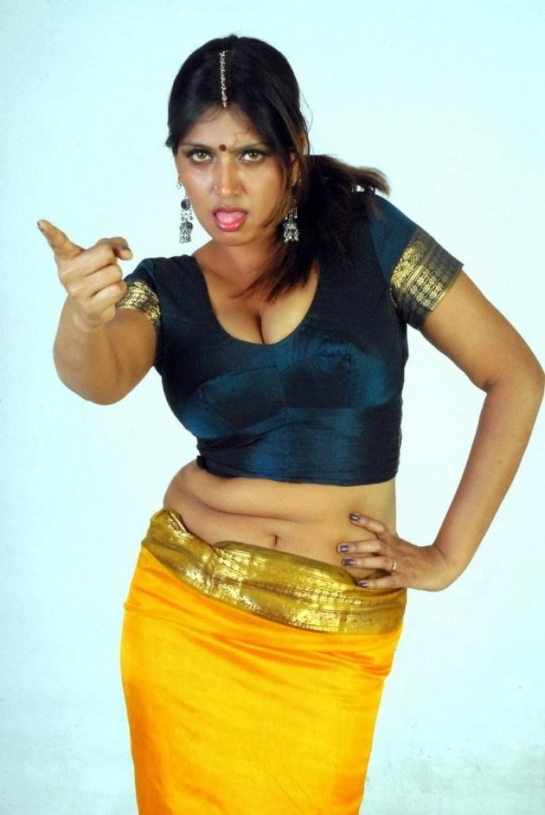 39+ Glamorous Photos of Bhuvaneshwari 16