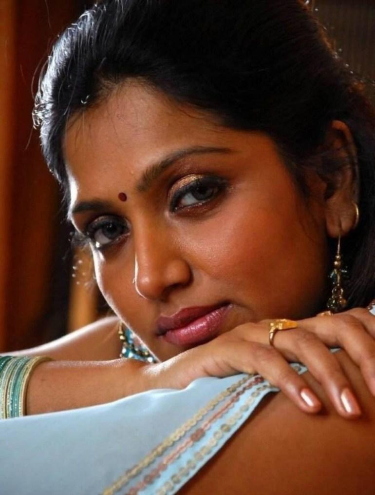 39+ Glamorous Photos of Bhuvaneshwari 40