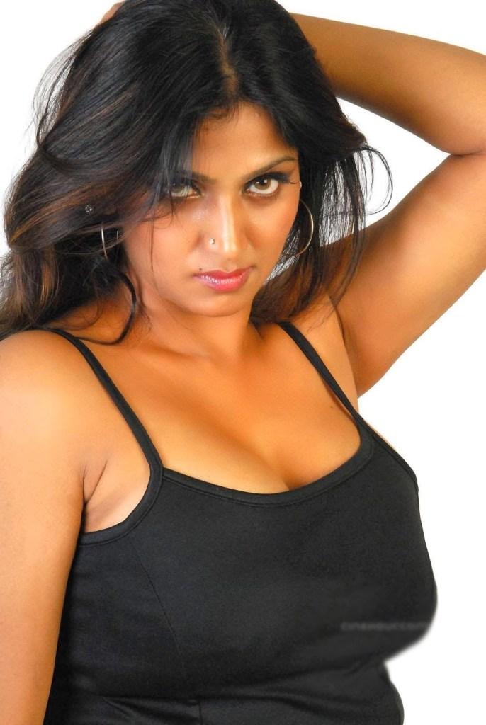 39+ Glamorous Photos of Bhuvaneshwari 7