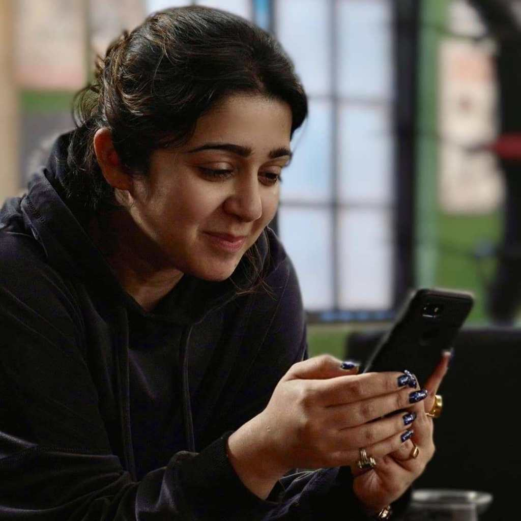 27+ Beautiful Photos of Charmy Kaur 17