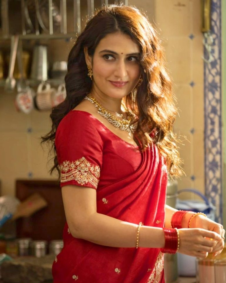 74+ Gorgeous Photos of Fathima Sana Shaikh 125