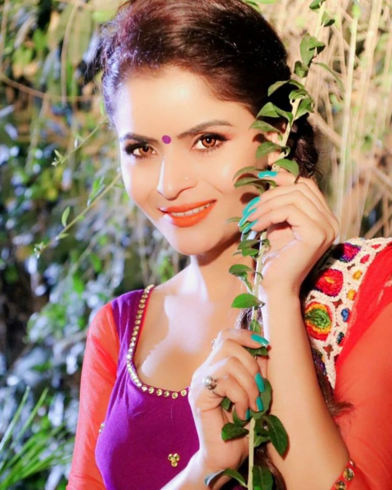 52+ Glamorous Photos of Gehana Vasisth 86