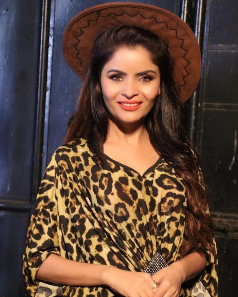 52+ Glamorous Photos of Gehana Vasisth 11