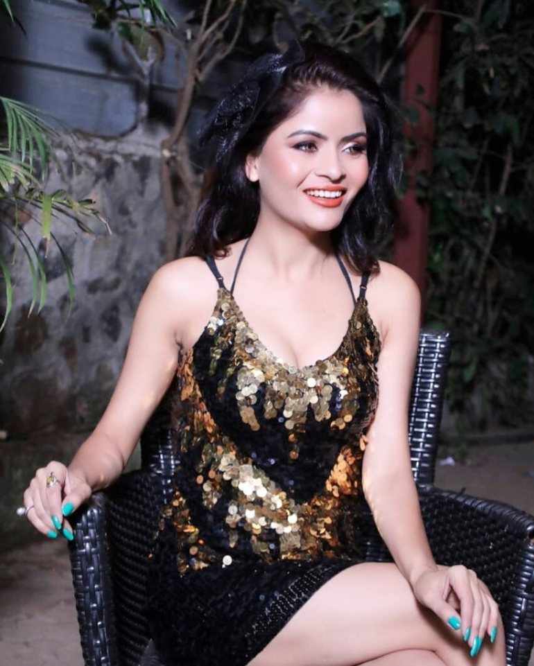 52+ Glamorous Photos of Gehana Vasisth 96