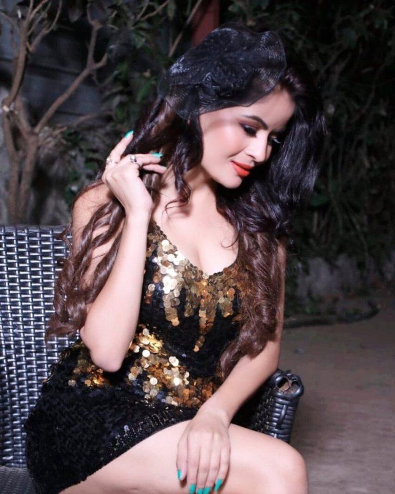 52+ Glamorous Photos of Gehana Vasisth 16