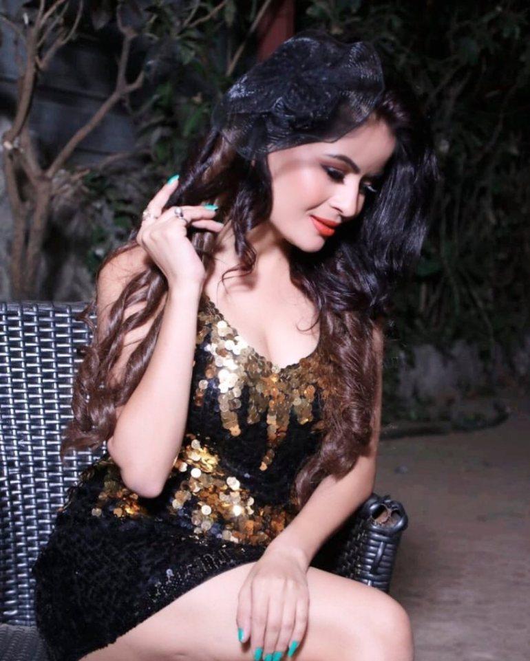 52+ Glamorous Photos of Gehana Vasisth 100