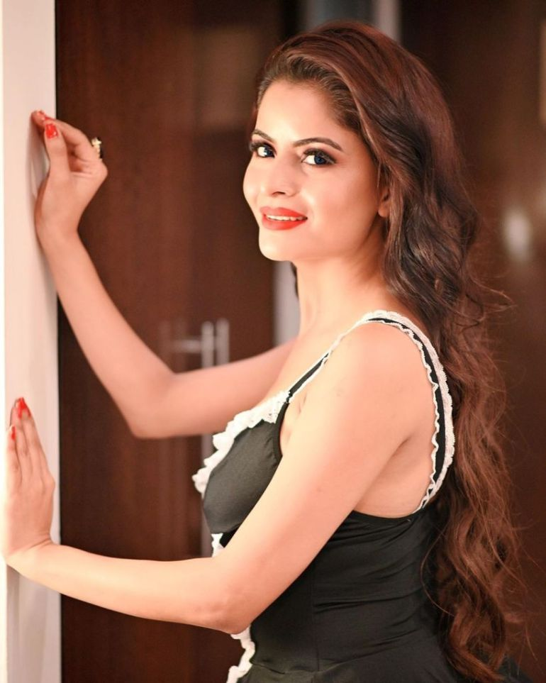 52+ Glamorous Photos of Gehana Vasisth 17