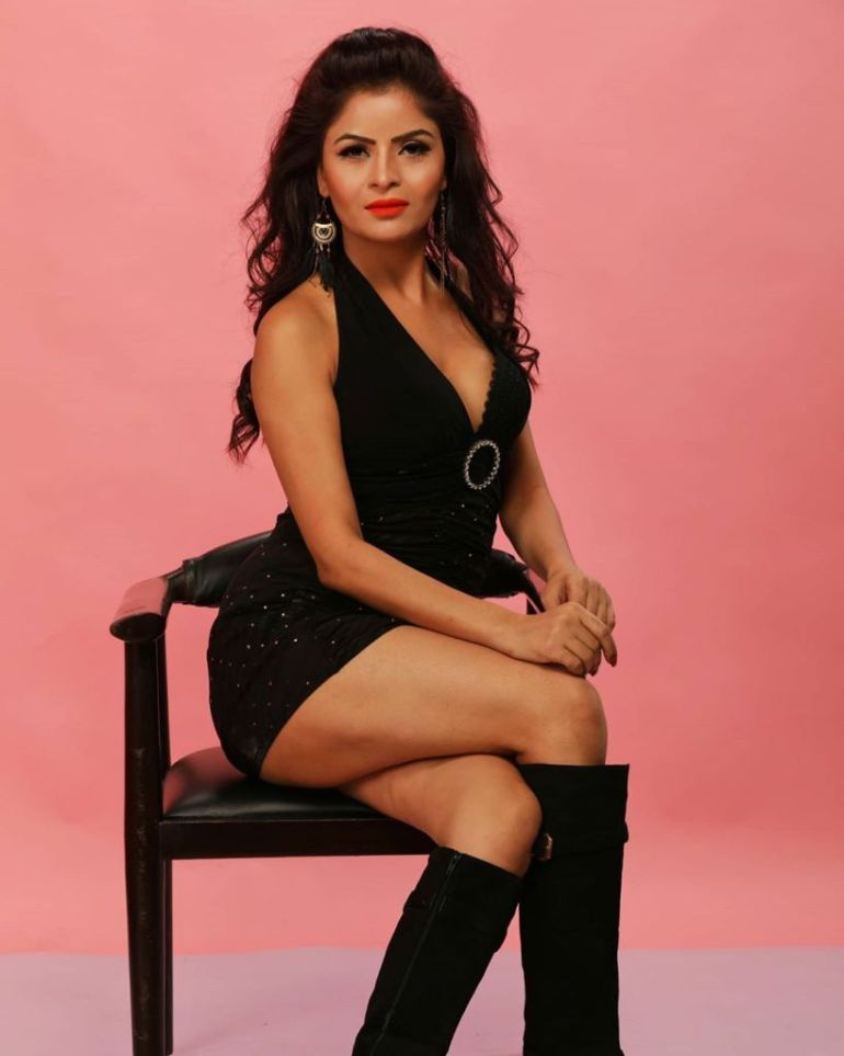 52+ Glamorous Photos of Gehana Vasisth 3
