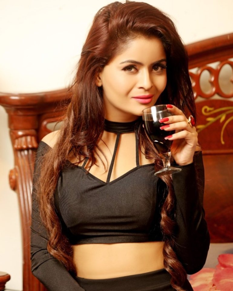 52+ Glamorous Photos of Gehana Vasisth 34