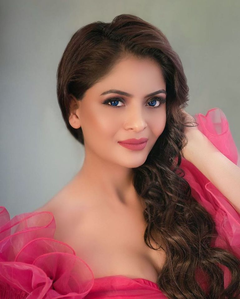 52+ Glamorous Photos of Gehana Vasisth 46