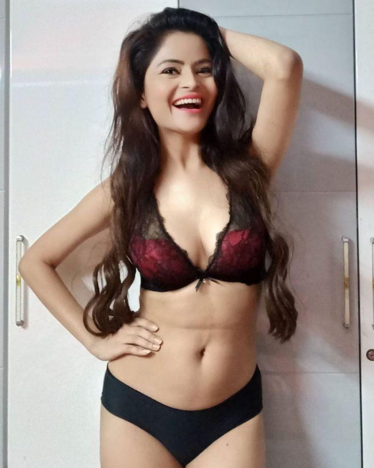 52+ Glamorous Photos of Gehana Vasisth 48