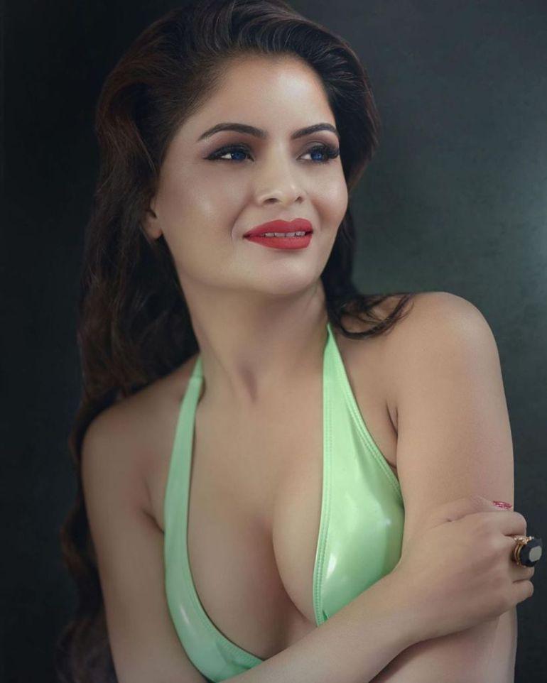 52+ Glamorous Photos of Gehana Vasisth 49