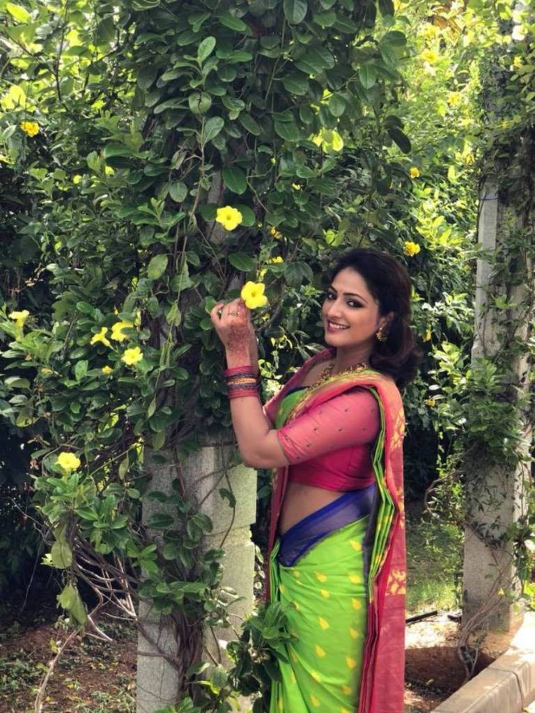 50+ Stunning Photos of Haripriya 35