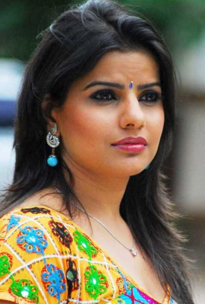 54+ Beautiful Photos of Madhu Sharma 3