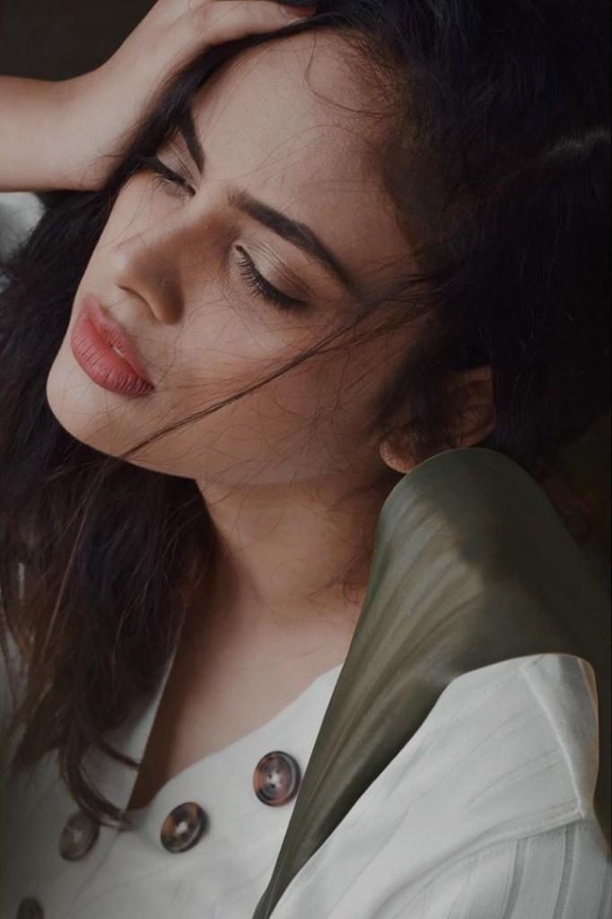 32+ Charming Photos of Nandita Swetha 18