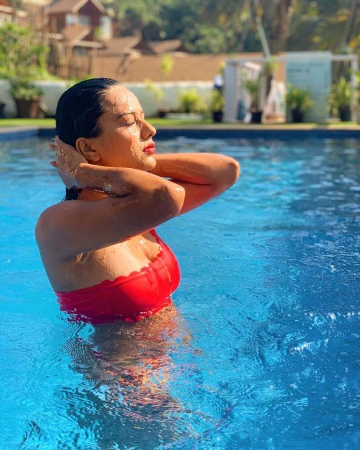 40+ Glamorous Photos of Nia Sharma 15