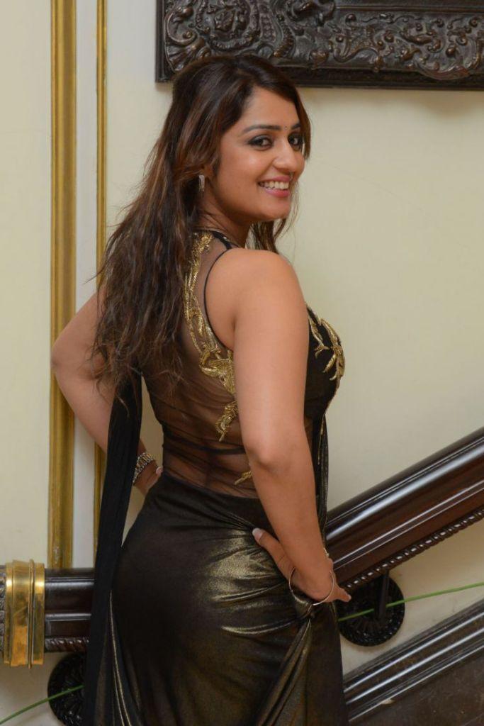 47+ Glamorous Photos of Nikita Thukral 25
