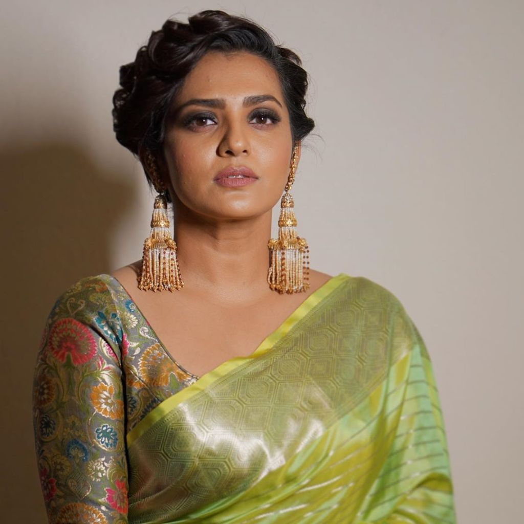 42+ Stunning Photos of Parvathy Thiruvothu 25