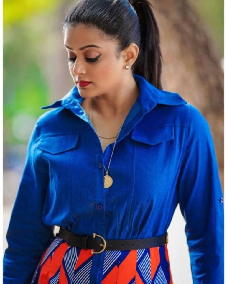 51+ Stunning Photos of Priyamani 14