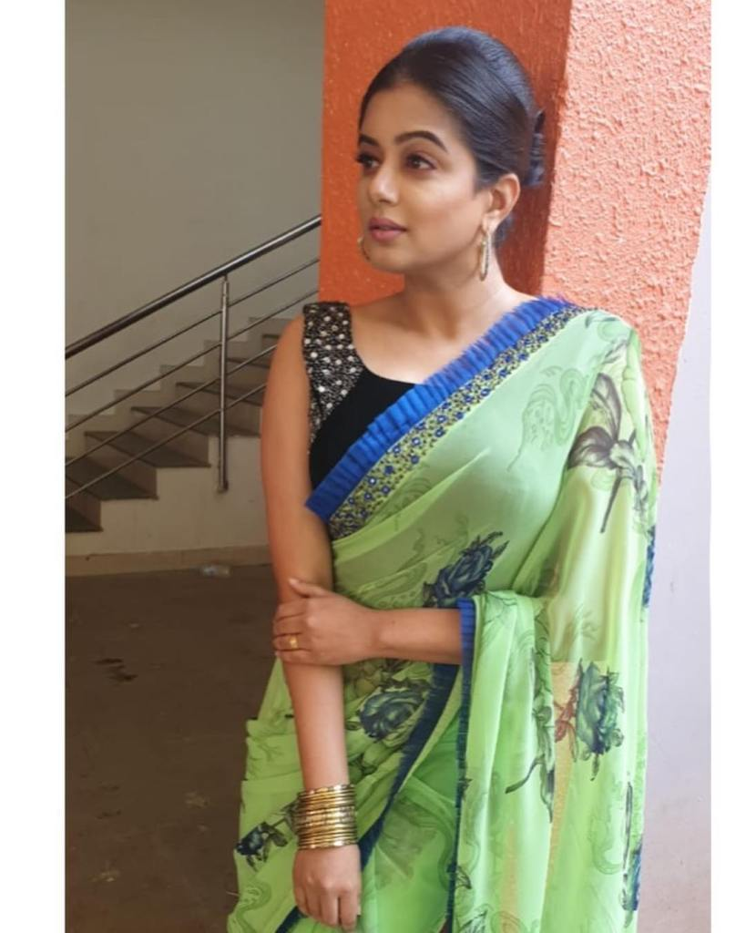51+ Stunning Photos of Priyamani 24