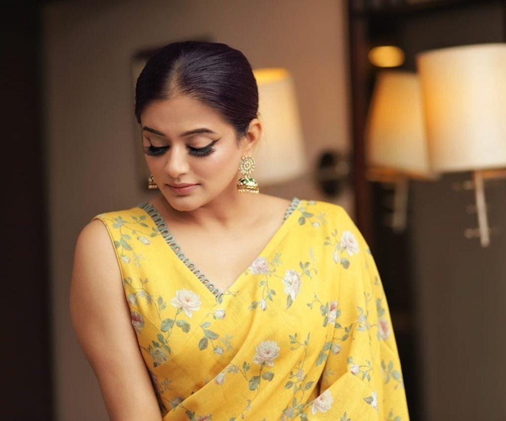 51+ Stunning Photos of Priyamani 10