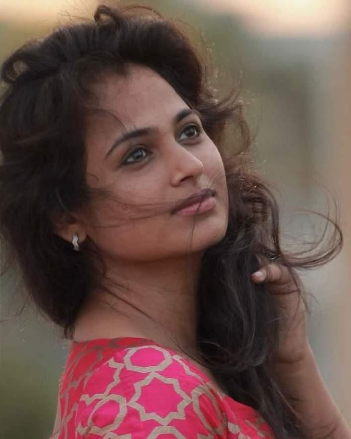 59+ Gorgeous Photos of Ramya Pandiyan 10
