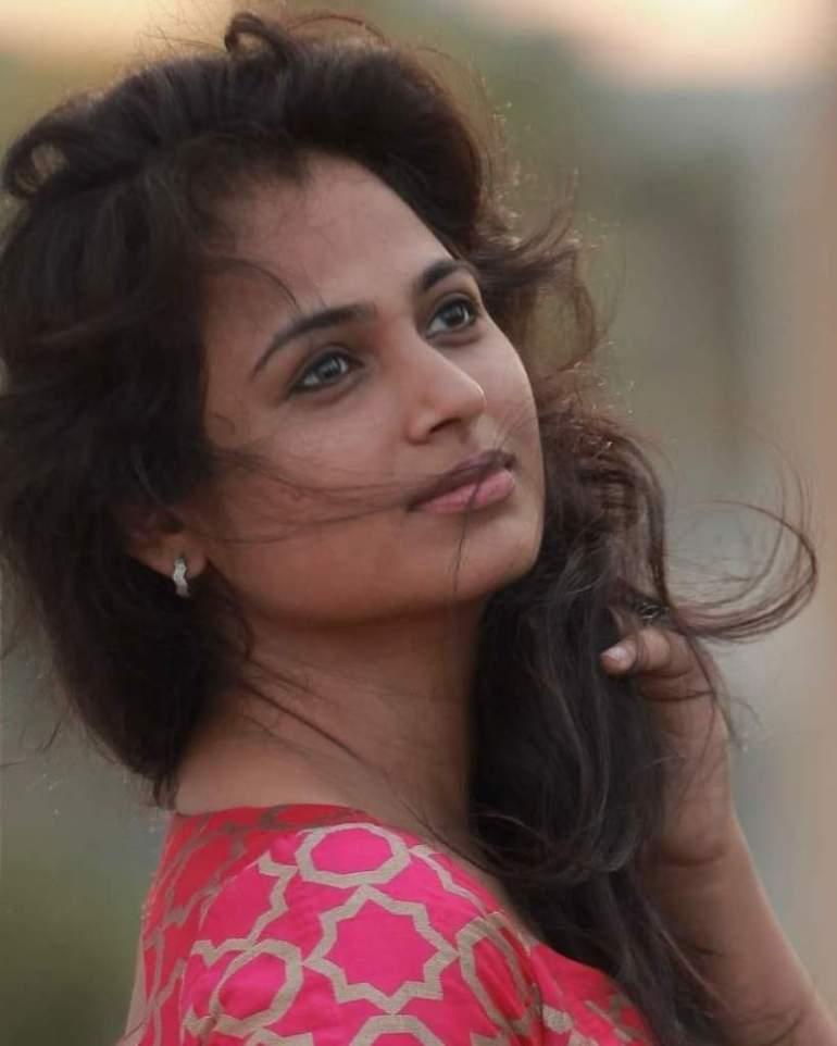 59+ Gorgeous Photos of Ramya Pandiyan 94