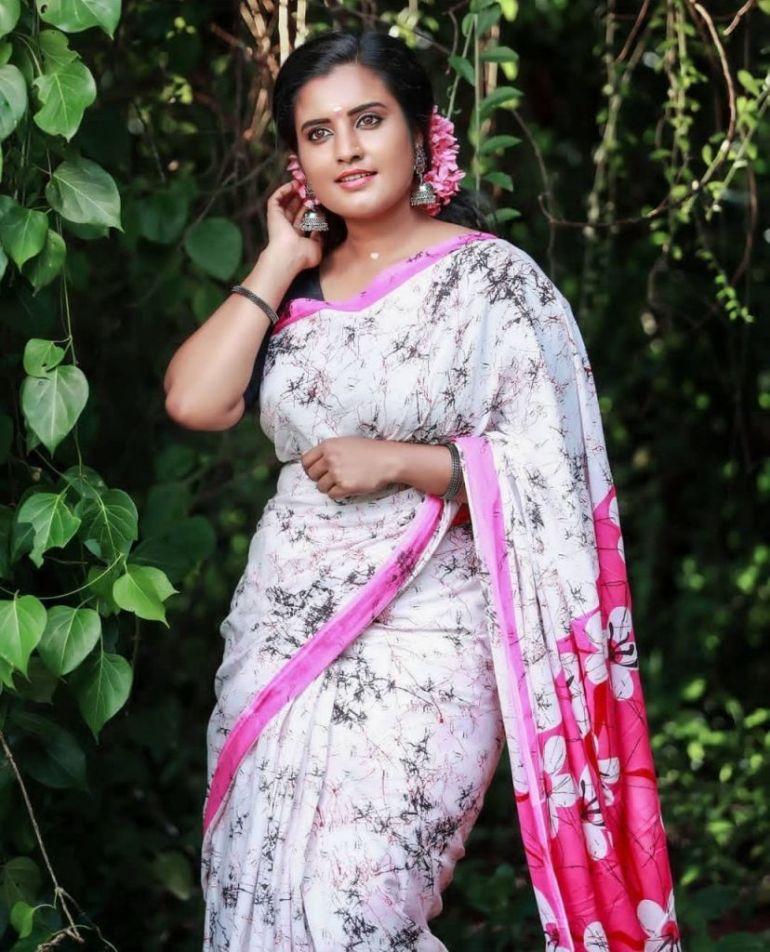 73+ Gorgeous Photos of Roshna Ann Roy 73