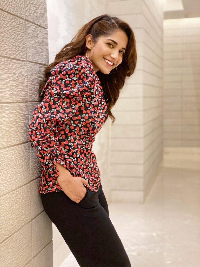 89+ Gorgeous Photos of Ruhani Sharma 83