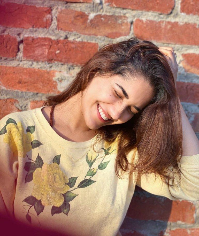 89+ Gorgeous Photos of Ruhani Sharma 92