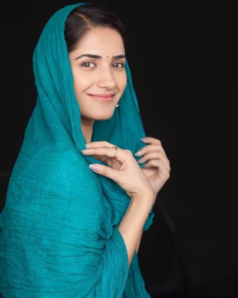 89+ Gorgeous Photos of Ruhani Sharma 98