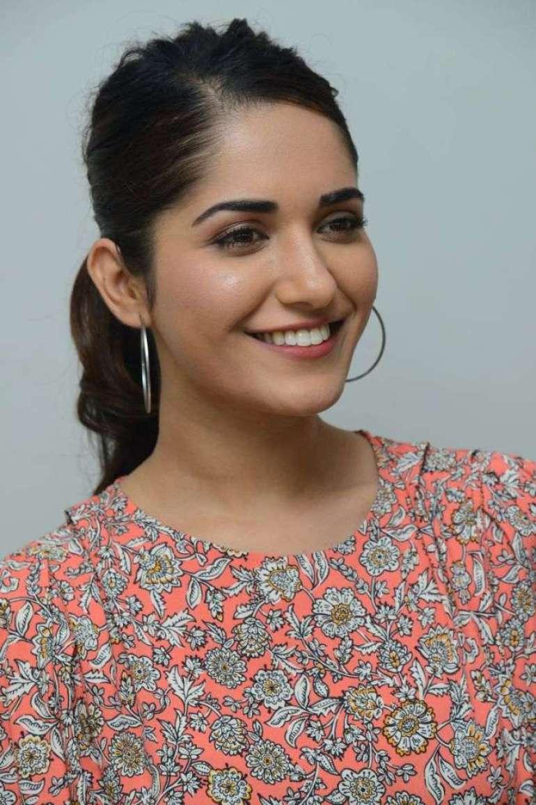 89+ Gorgeous Photos of Ruhani Sharma 101