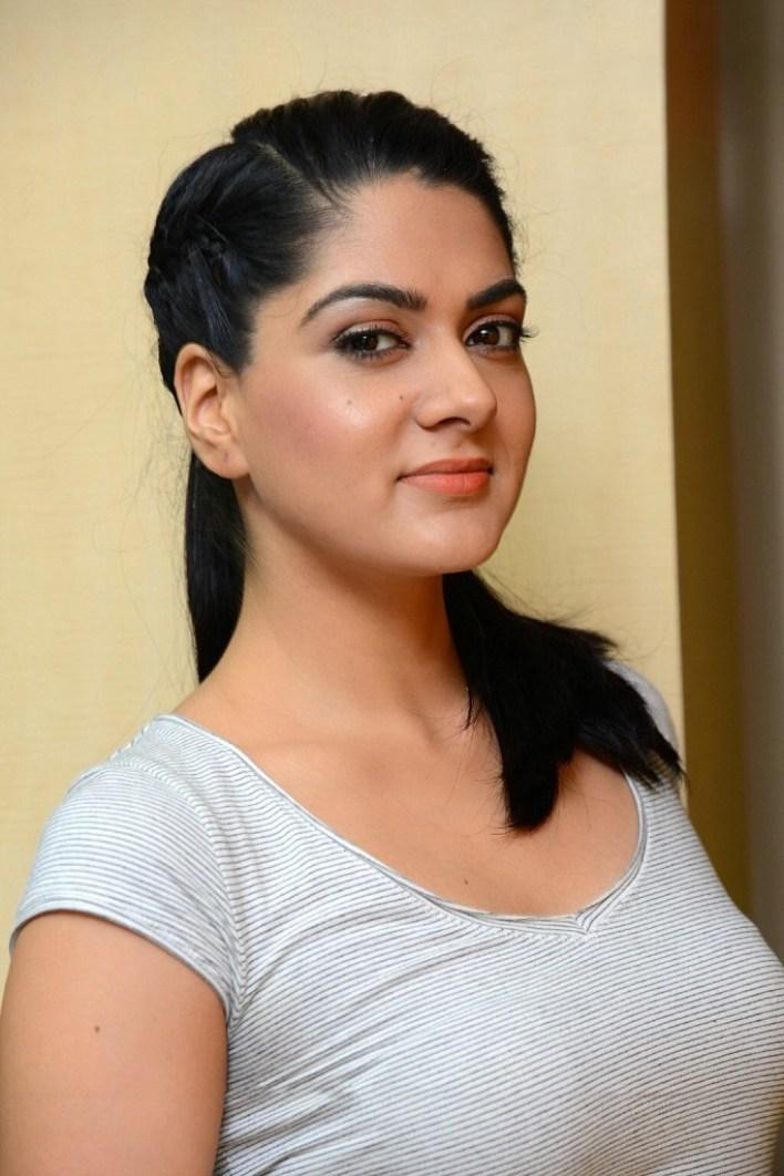 32+ Gorgeous Photos of Sakshi Choudhary 32