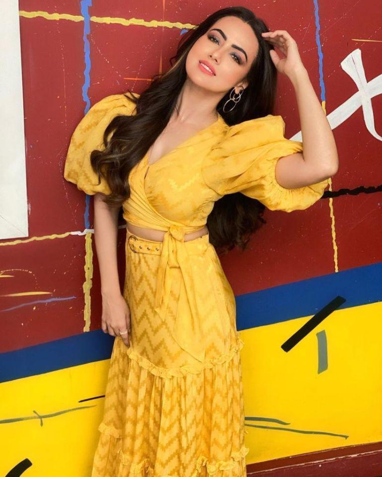 43+ Lovely Photos of Sana Khan 113