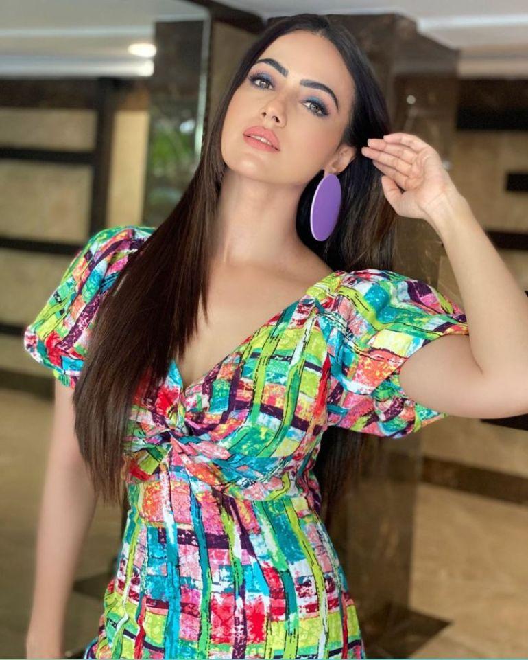 43+ Lovely Photos of Sana Khan 116