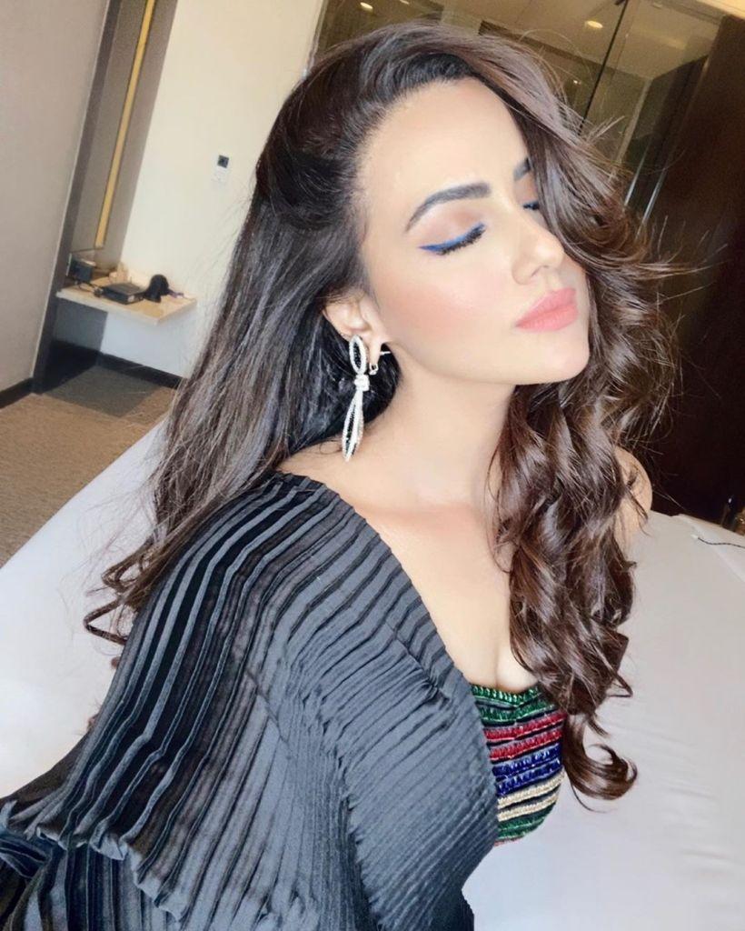 43+ Lovely Photos of Sana Khan 40