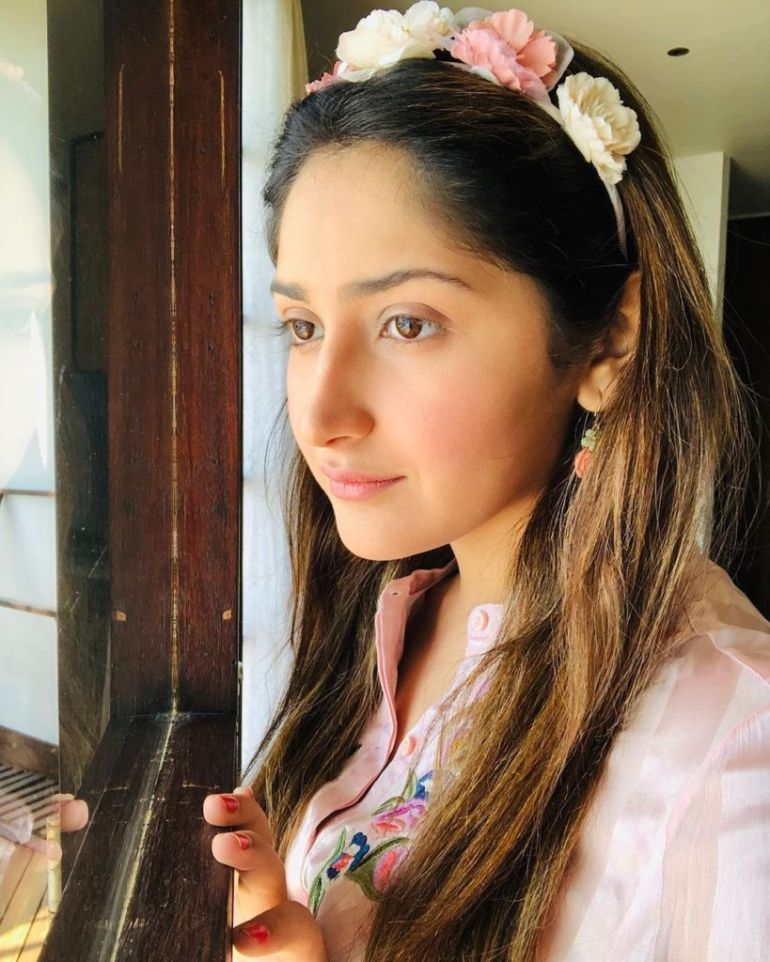 72+ Charming Photos of Sayesha Saigal 95