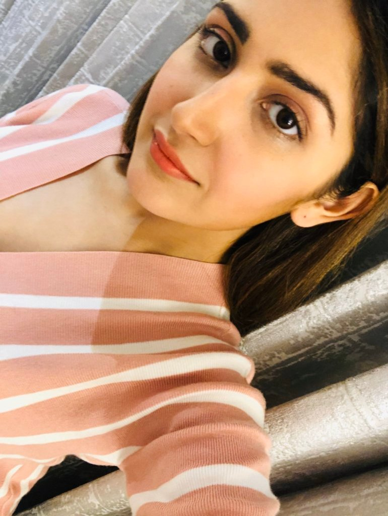 72+ Charming Photos of Sayesha Saigal 135