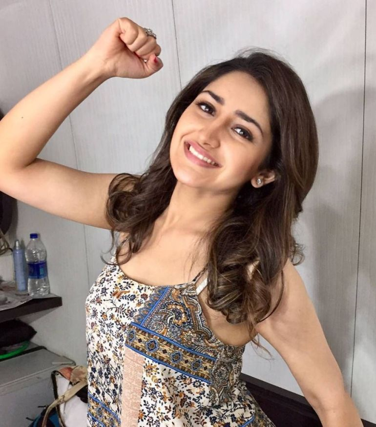 72+ Charming Photos of Sayesha Saigal 137