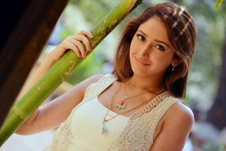 72+ Charming Photos of Sayesha Saigal 151