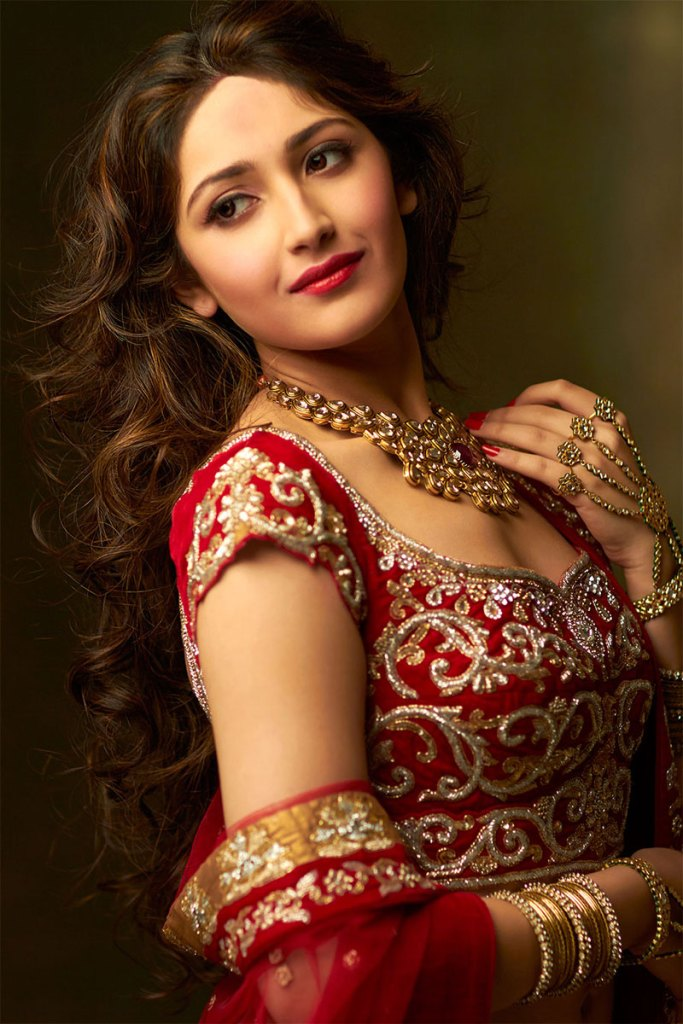 72+ Charming Photos of Sayesha Saigal 157