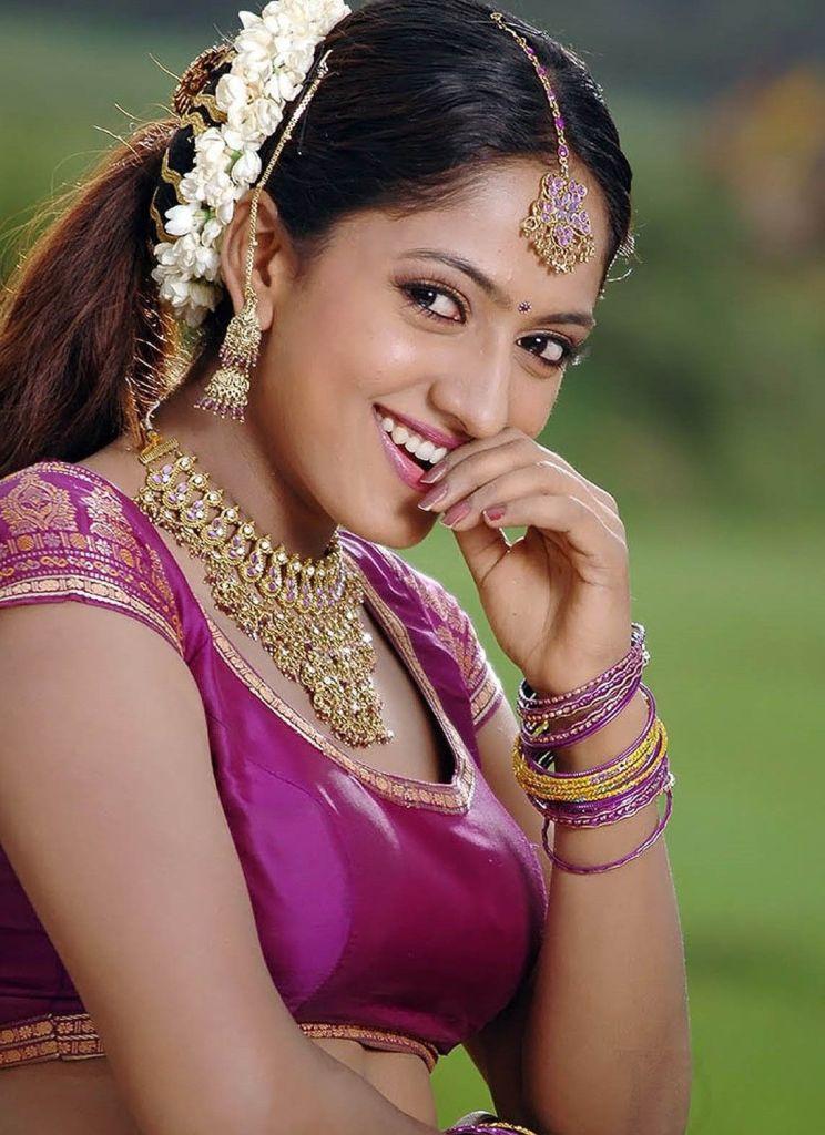 17+ Beautiful Photos of Sheela Kaur 3