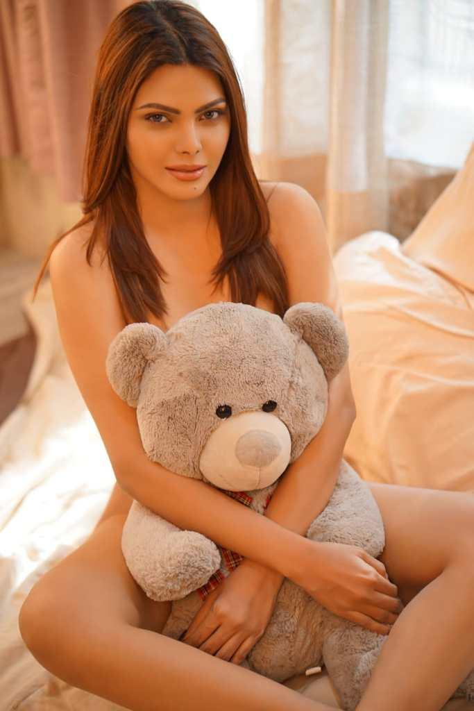 49+ Glamorous Photos of Sherlyn Chopra 2
